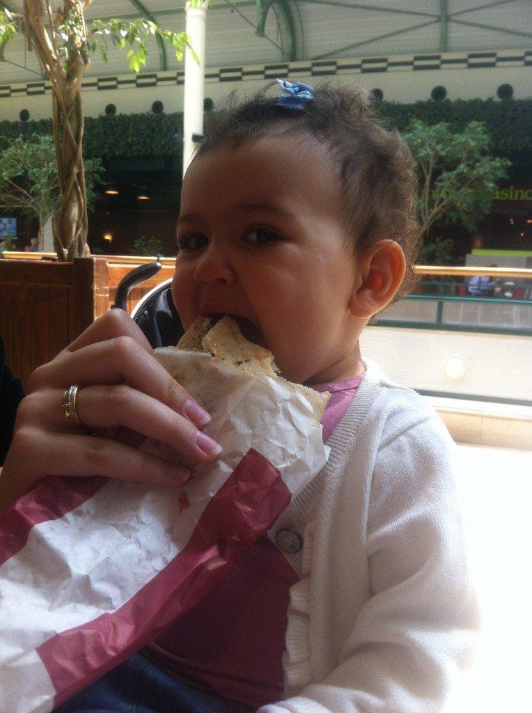 Je vais bien goûter au sandwich à maman quand même ! photo-3-764x1024