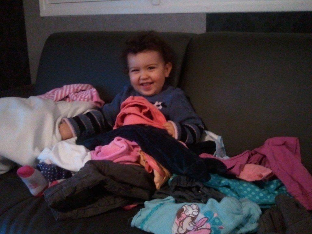 Super! Maman vient de plier les vêtements...^^ 2012-11-14-19.23.43